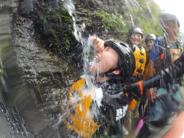 吉野川ラフティング 小歩危 徳島 激流 天然水がぶ飲み