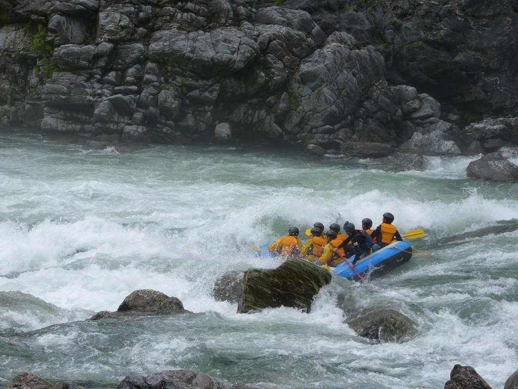 徳島 吉野川 高知 ラフティング 激流 日本一 増水 ゆったり キレイ