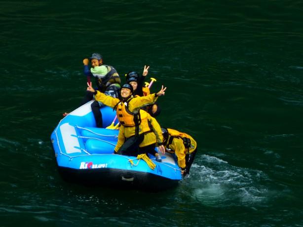 激流 ラフティング 四国 高知 徳島 旅行 女子大生 休み 休暇 休日 9月 10月