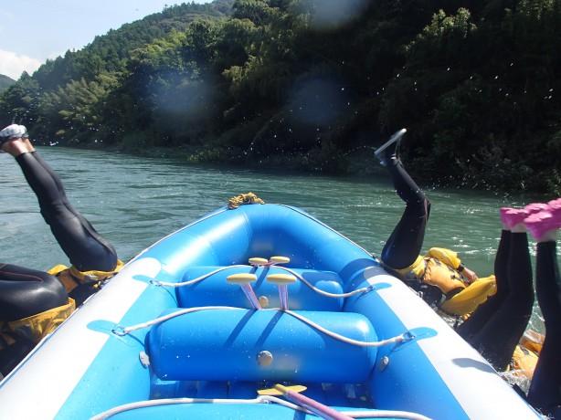 四国の徳島県と高知県をまたいで流れる、  吉野川ラフティング を提供するリオブラボー!  本当にリオブラボー!(川 最高!)なんです